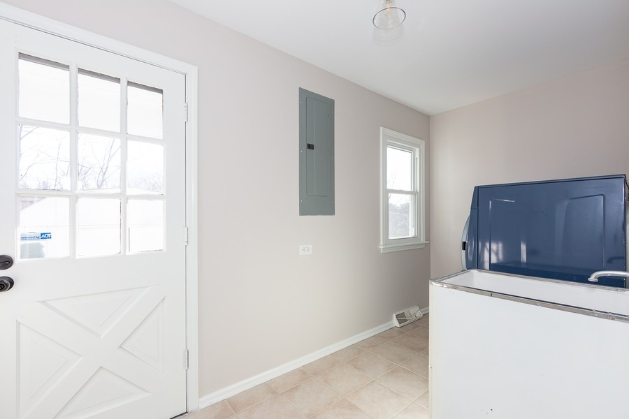 Real Estate Photography - 9 Hamill Lane, Clarendon Hills, IL, 60514 - Mud Room