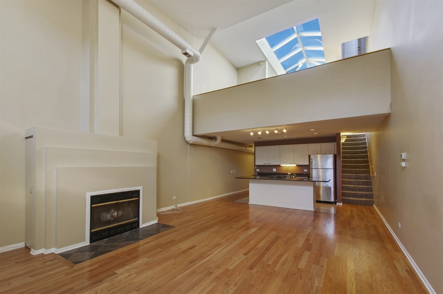 Real Estate Photography - 1130 W Cornelia Ave, C, Chicago, IL, 60657 - Living Room