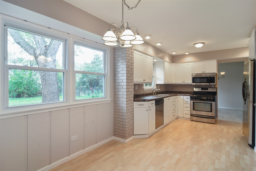 Real Estate Photography - 1111 N King Charles Ct,, Palatine, IL, 60067 - Kitchen / Breakfast Room