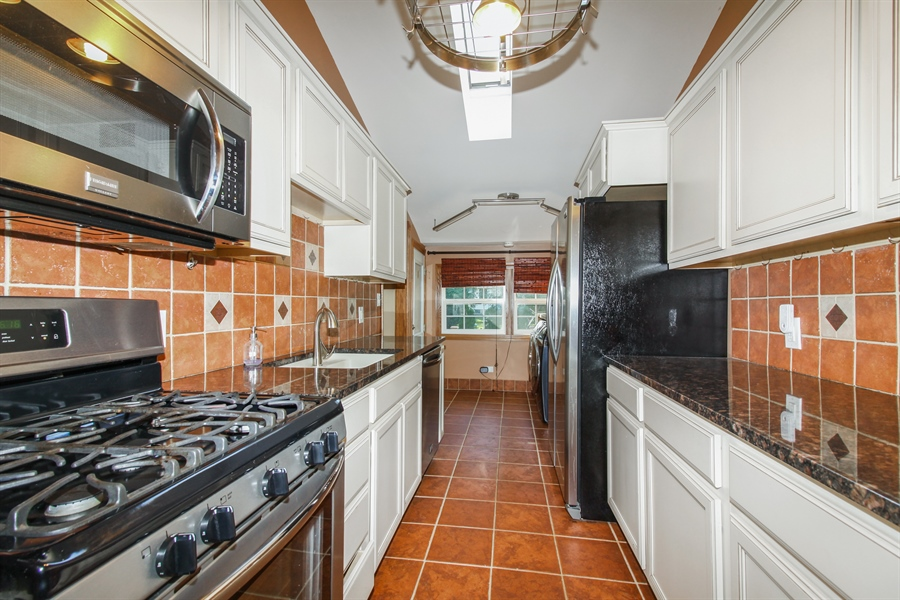 Real Estate Photography - 1210 WESTMORE MEYERS, LOMBARD, IL, 60148 - Kitchen