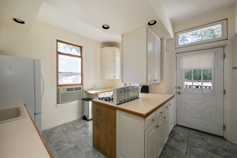 Real Estate Photography - 308 N. Waiola, La Grange Park, IL, 60526 - Kitchen
