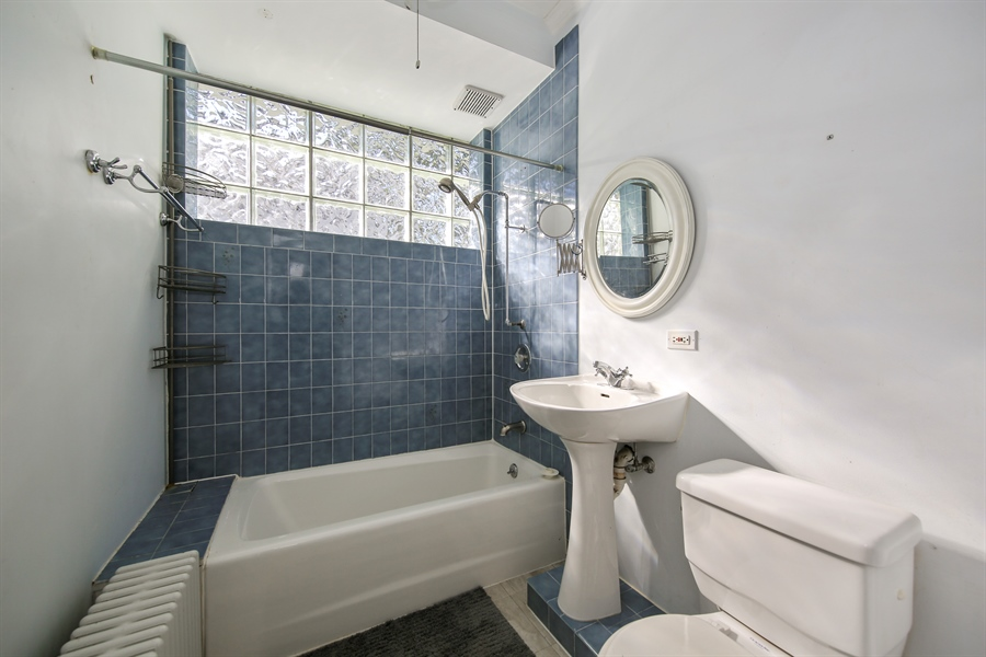 Real Estate Photography - 308 N. Waiola, La Grange Park, IL, 60526 - Bathroom