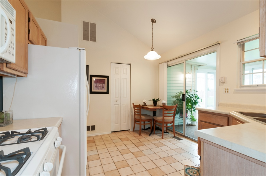 Real Estate Photography - 2082 Wildwood Ln., Hanover Park, IL, 60133 - Kitchen