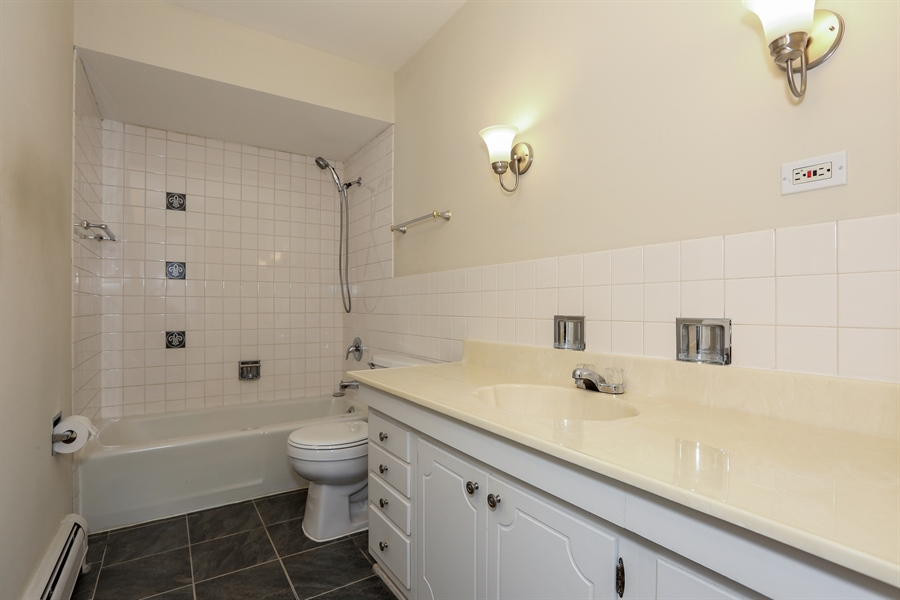 Real Estate Photography - 4250 Saratoga Ave., L309, Downers Grove, IL, 60515 - Bathroom