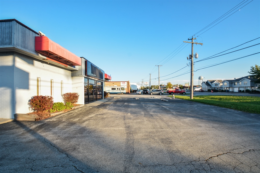 Real Estate Photography - 5510 W Cal Sag Rd, 1, Alsip, IL, 60803 - Location 1