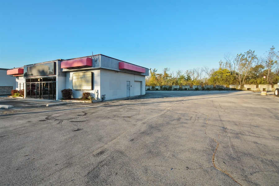 Real Estate Photography - 5510 W Cal Sag Rd, 1, Alsip, IL, 60803 - Location 2