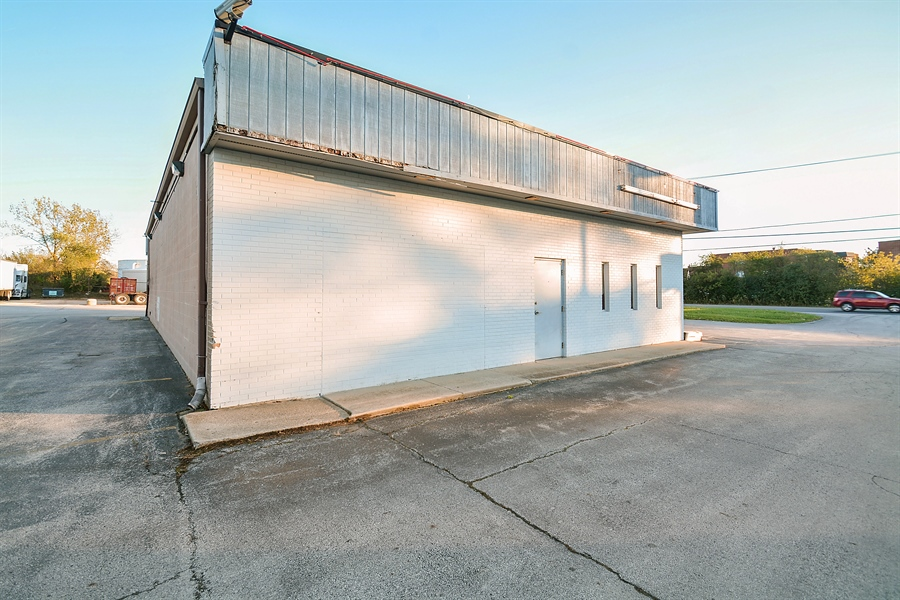 Real Estate Photography - 5510 W Cal Sag Rd, 1, Alsip, IL, 60803 - Location 4