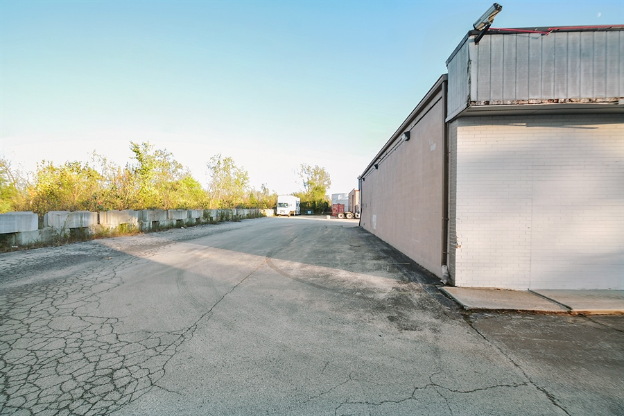 Real Estate Photography - 5510 W Cal Sag Rd, 1, Alsip, IL, 60803 - Location 5