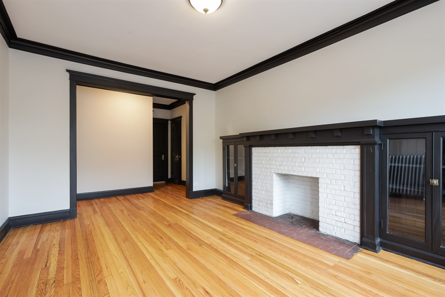 Real Estate Photography - 1349 W. Sunnyside, 1, Chicago, IL, 60640 - Living Room