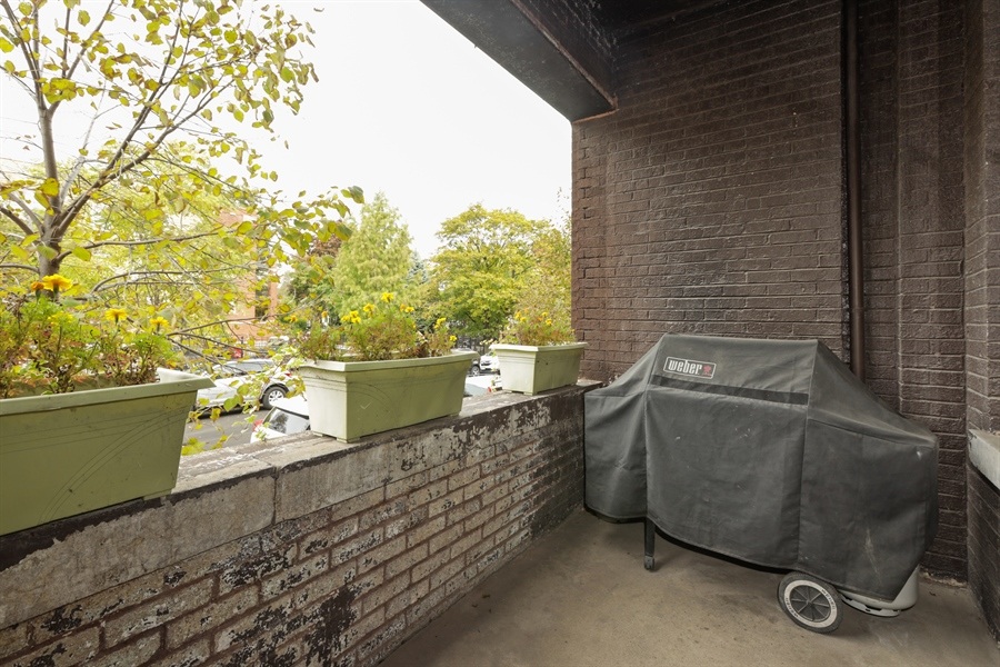 Real Estate Photography - 1349 W. Sunnyside, 1, Chicago, IL, 60640 - Balcony