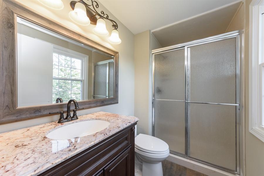 Real Estate Photography - 660 Essington Ln, Buffalo Grove, IL, 60089 - Master Bathroom