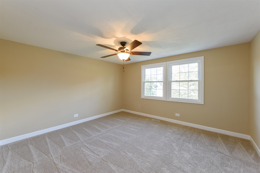 Real Estate Photography - 660 Essington Ln, Buffalo Grove, IL, 60089 - 2nd Bedroom
