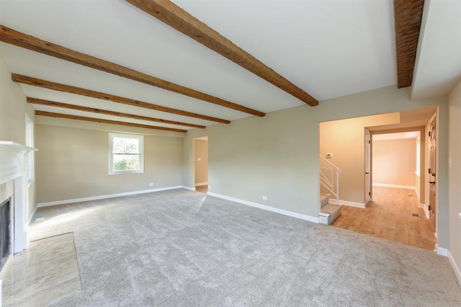 Real Estate Photography - 660 Essington Ln, Buffalo Grove, IL, 60089 - Living Room