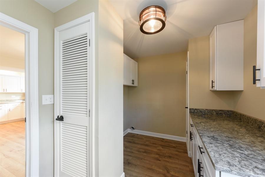 Real Estate Photography - 660 Essington Ln, Buffalo Grove, IL, 60089 - Mudroom