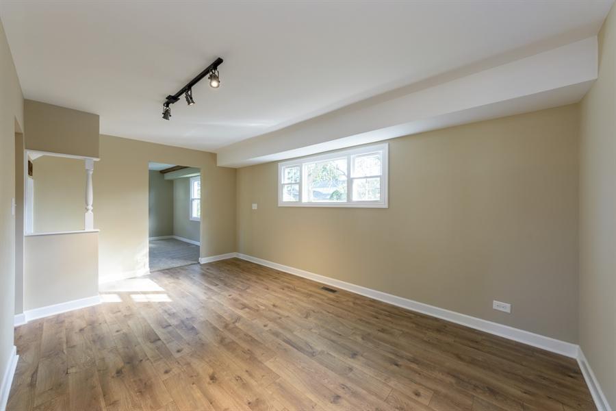 Real Estate Photography - 660 Essington Ln, Buffalo Grove, IL, 60089 - Family Room