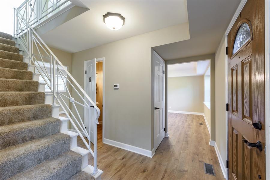 Real Estate Photography - 660 Essington Ln, Buffalo Grove, IL, 60089 - Foyer