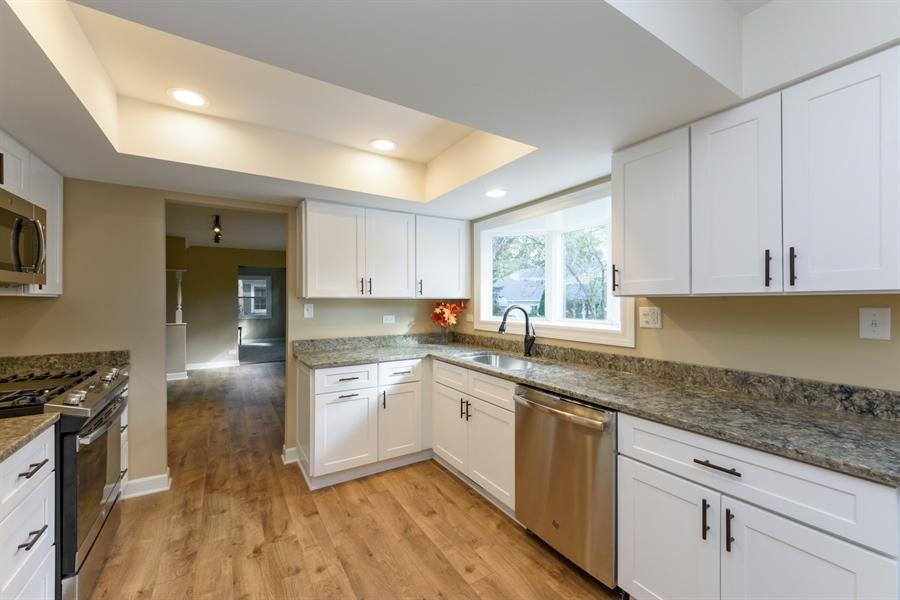 Real Estate Photography - 660 Essington Ln, Buffalo Grove, IL, 60089 - Kitchen