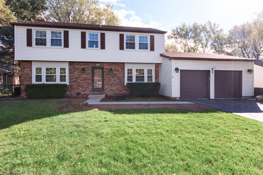 Real Estate Photography - 660 Essington Ln, Buffalo Grove, IL, 60089 - Front View