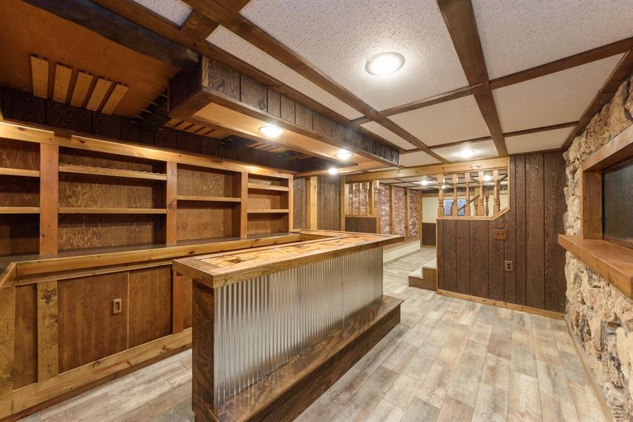 Real Estate Photography - 660 Essington Ln, Buffalo Grove, IL, 60089 - Bar