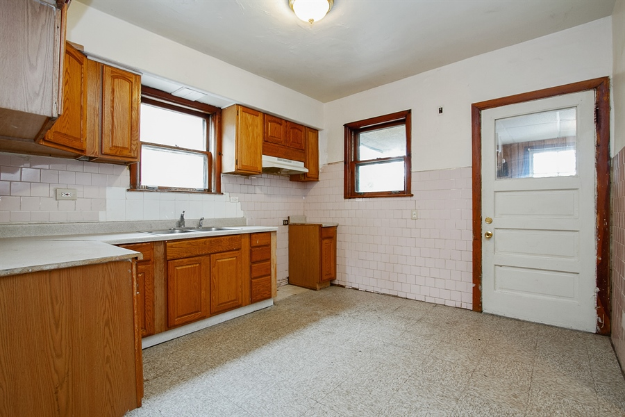 Real Estate Photography - 6638 S Seeley, Chicago, IL, 60636 - Kitchen