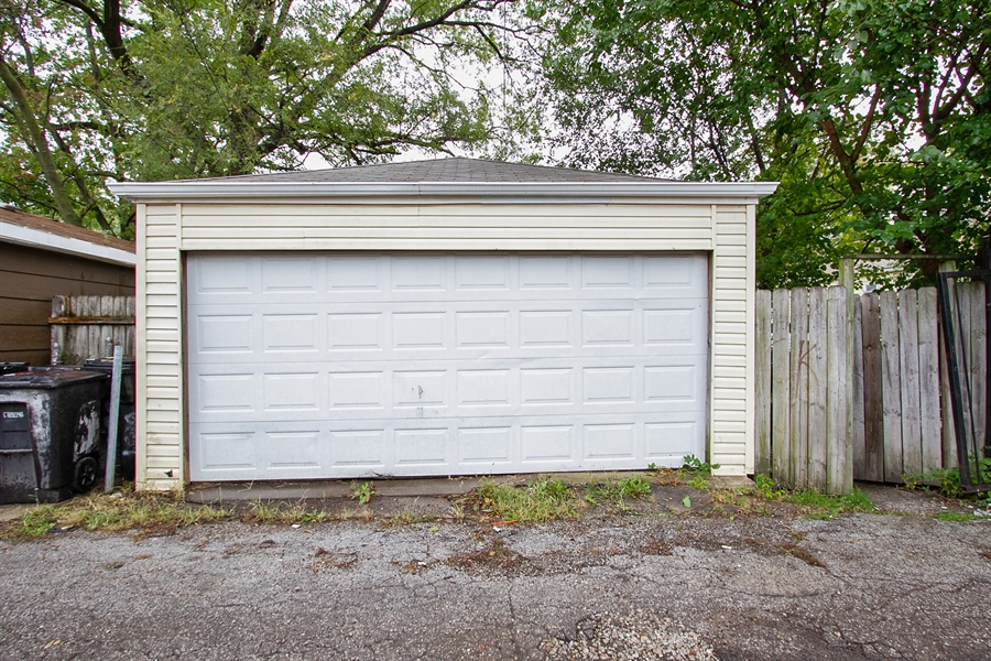 Real Estate Photography - 6638 S Seeley, Chicago, IL, 60636 - Garage