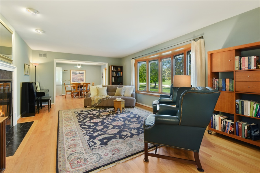 Real Estate Photography - 2120 Applecross, Inverness, IL, 60010 - Living Room