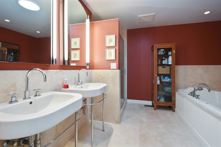 Real Estate Photography - 2120 Applecross, Inverness, IL, 60010 - Master Bathroom