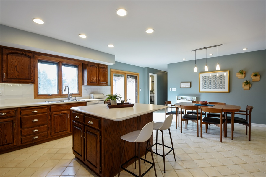 Real Estate Photography - 2120 Applecross, Inverness, IL, 60010 - Kitchen