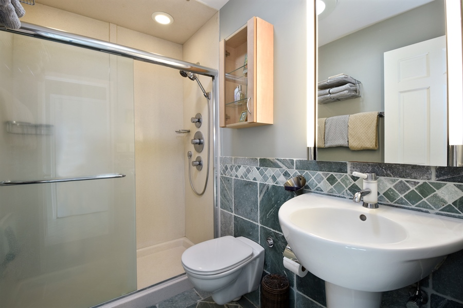 Real Estate Photography - 2120 Applecross, Inverness, IL, 60010 - Bathroom