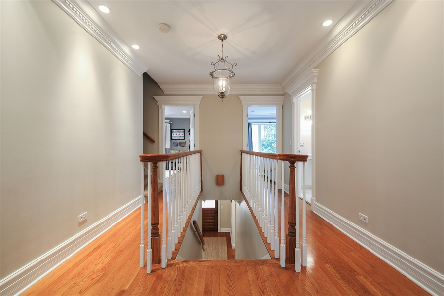 Real Estate Photography - 4325 Grand Avenue, Western Springs, IL, 60558 - 2nd Floor Corridor