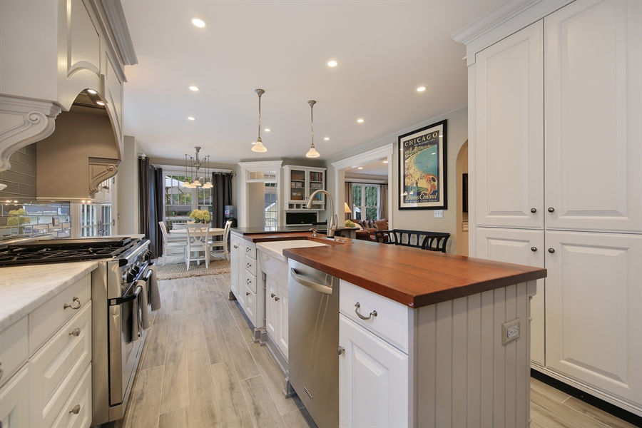 Real Estate Photography - 4325 Grand Avenue, Western Springs, IL, 60558 - Kitchen / Breakfast Room