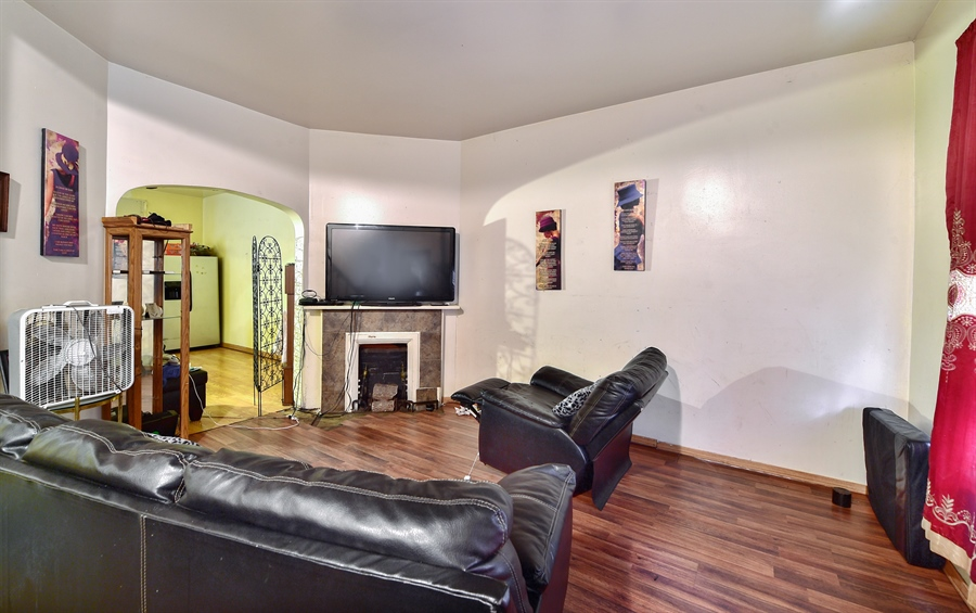 Real Estate Photography - 6708 S Parnell Ave, Chicago, IL, 60621 - Living Room