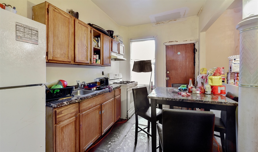 Real Estate Photography - 6708 S Parnell Ave, Chicago, IL, 60621 - Kitchen