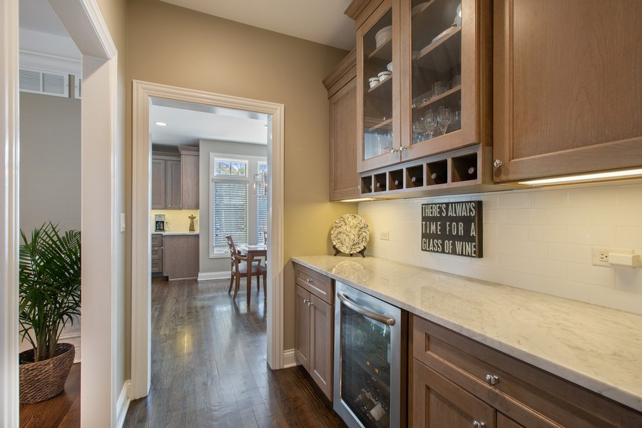 Real Estate Photography - 937 Kenyon St, Downers Grove, IL, 60516 - Butler's pantry