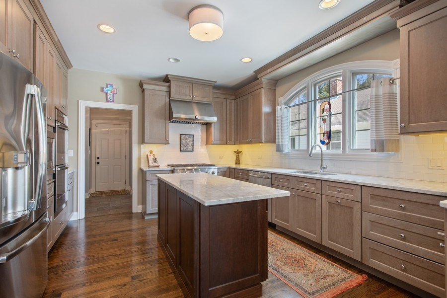 Real Estate Photography - 937 Kenyon St, Downers Grove, IL, 60516 - Kitchen