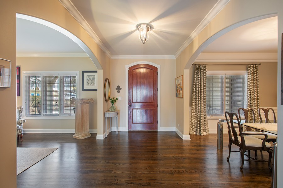 Real Estate Photography - 937 Kenyon St, Downers Grove, IL, 60516 - Entryway
