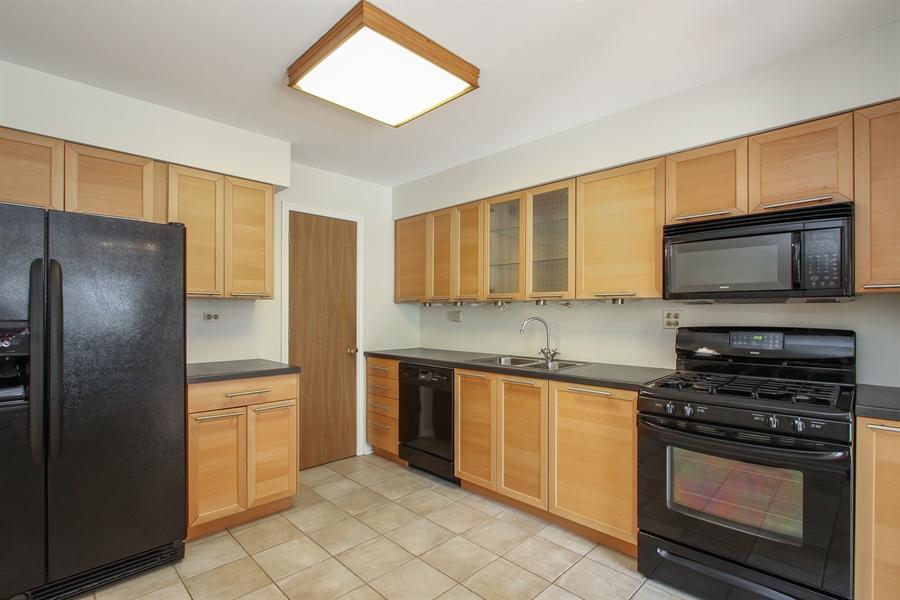 Real Estate Photography - 1206 Ballantrae Place, D, Mundelein, IL, 60060 - Kitchen