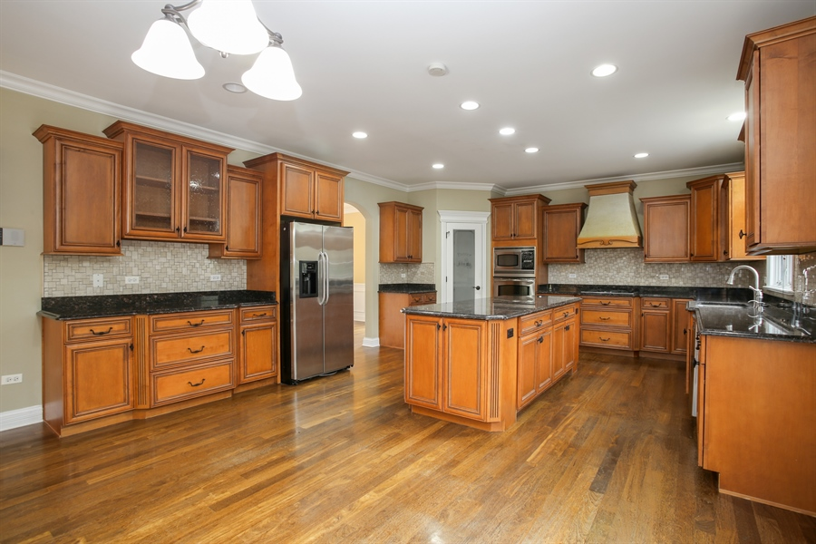 Real Estate Photography - 1685 W Prescott Place, Addison, IL, 60101 - Kitchen