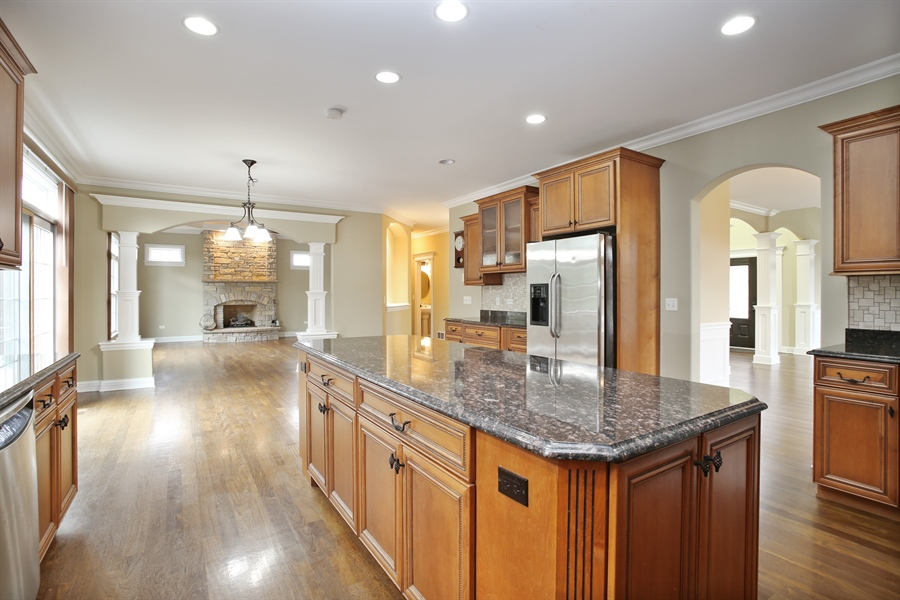 Real Estate Photography - 1685 W Prescott Place, Addison, IL, 60101 - Family Room / Kitchen