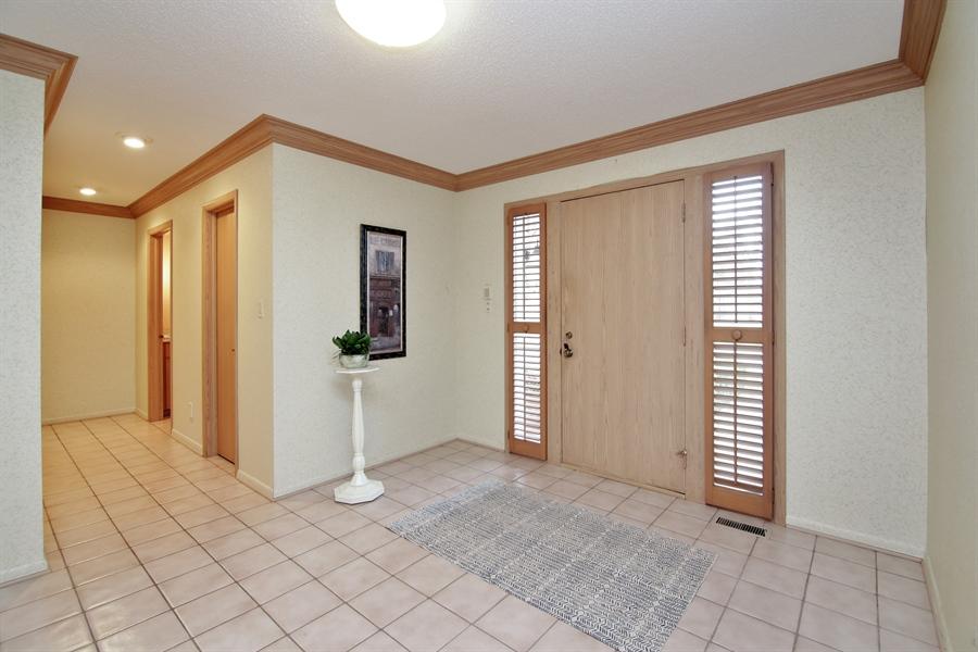Real Estate Photography - 144 Arrowwood, Northbrook, IL, 60062 - Foyer