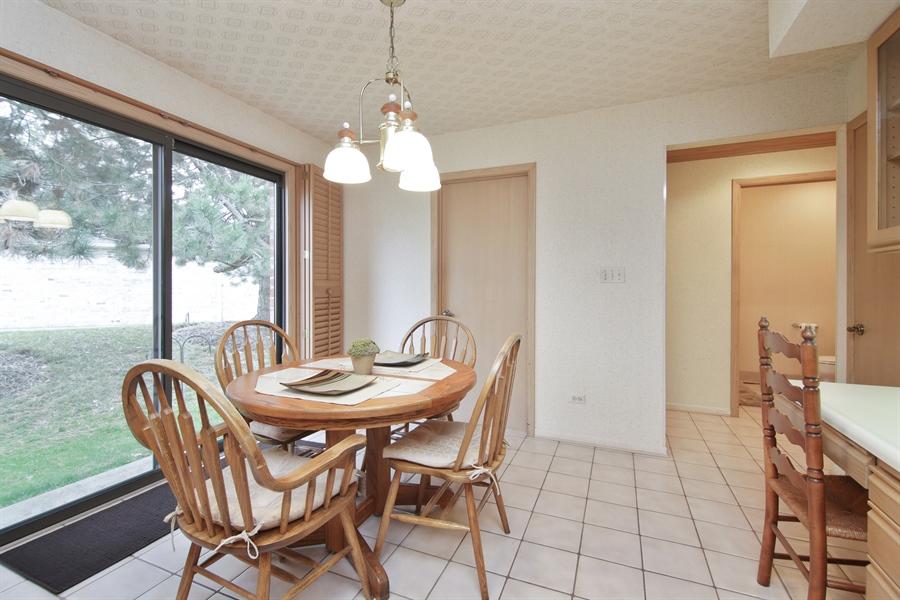 Real Estate Photography - 144 Arrowwood, Northbrook, IL, 60062 - Breakfast Area