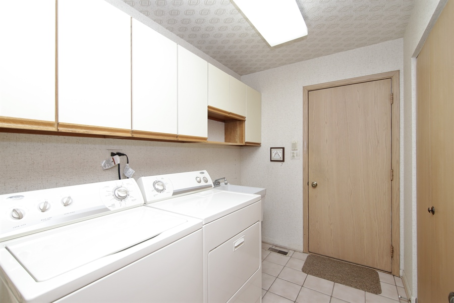 Real Estate Photography - 144 Arrowwood, Northbrook, IL, 60062 - Laundry Room