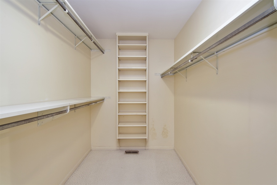 Real Estate Photography - 144 Arrowwood, Northbrook, IL, 60062 - Master Bedroom Closet