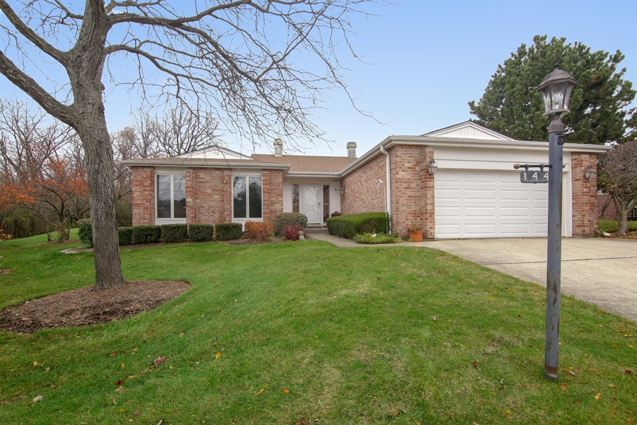 Real Estate Photography - 144 Arrowwood, Northbrook, IL, 60062 - Front View