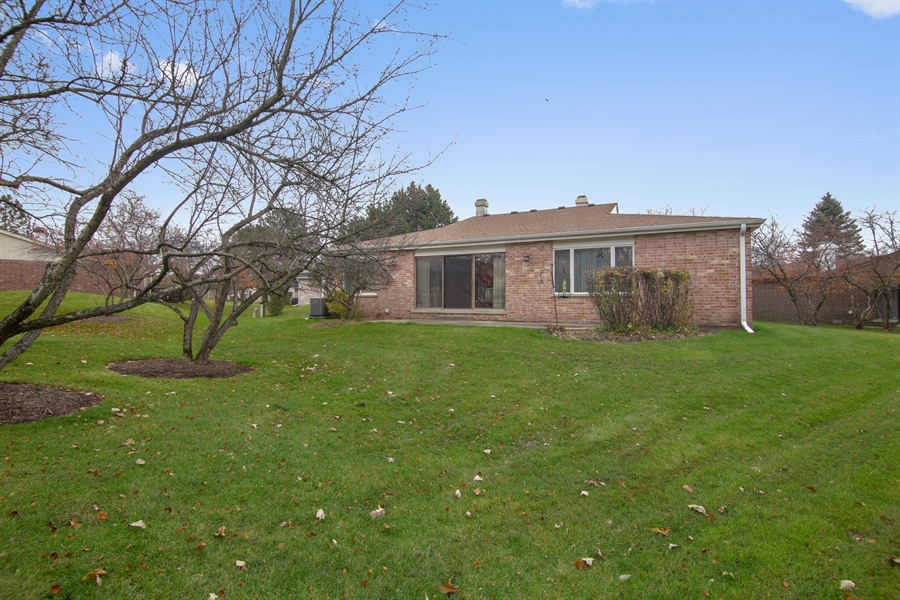 Real Estate Photography - 144 Arrowwood, Northbrook, IL, 60062 - Rear View