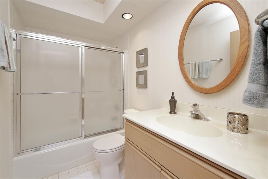 Real Estate Photography - 144 Arrowwood, Northbrook, IL, 60062 - Bathroom