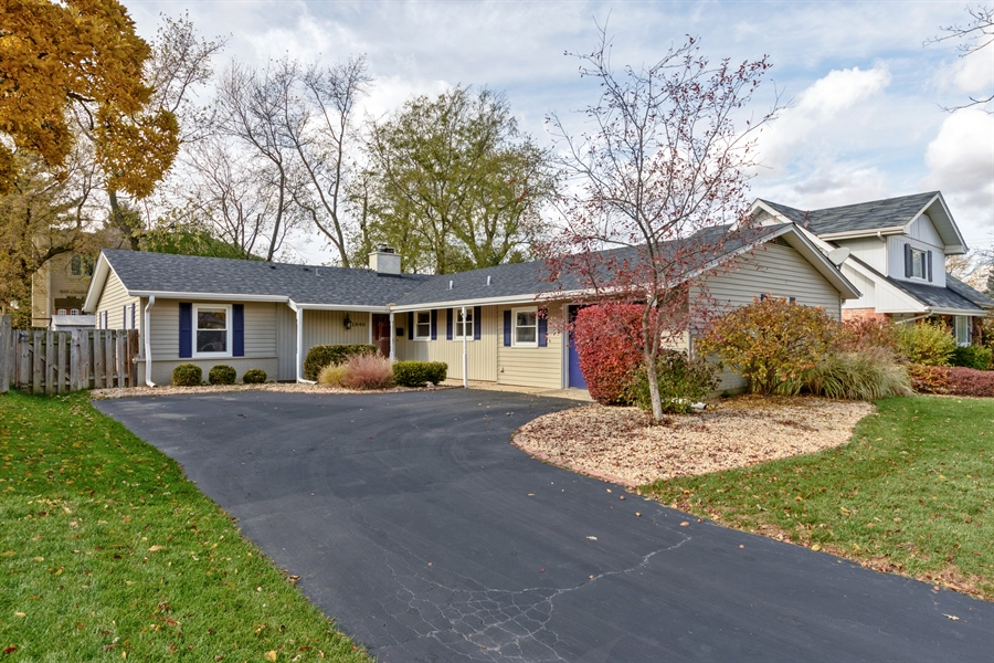 Real Estate Photography - 1840 N Fernandez Ave, Arlington Heights, IL, 60004 - Front View