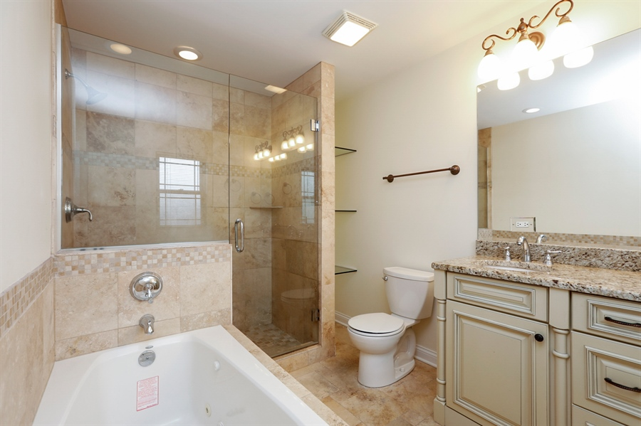 Real Estate Photography - 7724 S Prairie Ave., CHICAGO, IL, 60619 - Master Bathroom