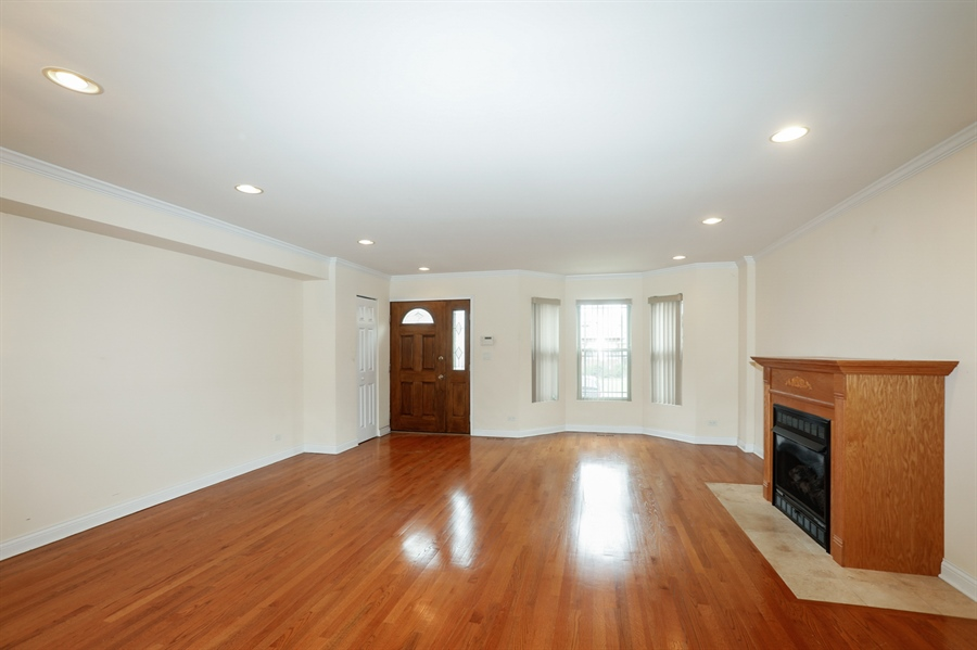 Real Estate Photography - 7724 S Prairie Ave., CHICAGO, IL, 60619 - Living Room