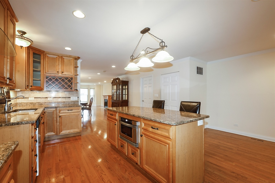Real Estate Photography - 7724 S Prairie Ave., CHICAGO, IL, 60619 - Kitchen